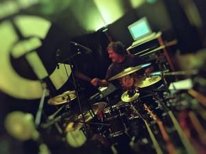 "Lars verpasst der Single ""Strong"" den richtigen Groove!"